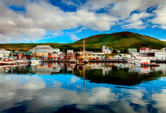 Charming port villages dot the Icelandic shores.